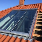 Stort vindue monteret på tegltag